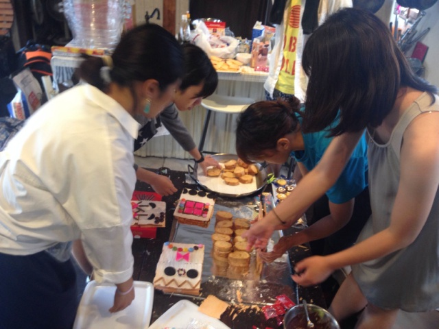 お菓子の家作り開催風景